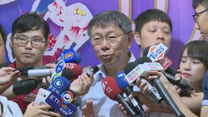 台北市長柯文哲12日在貓空出席活動前接受媒體訪問,再提兩岸一家親。攝影/記者龔盈全