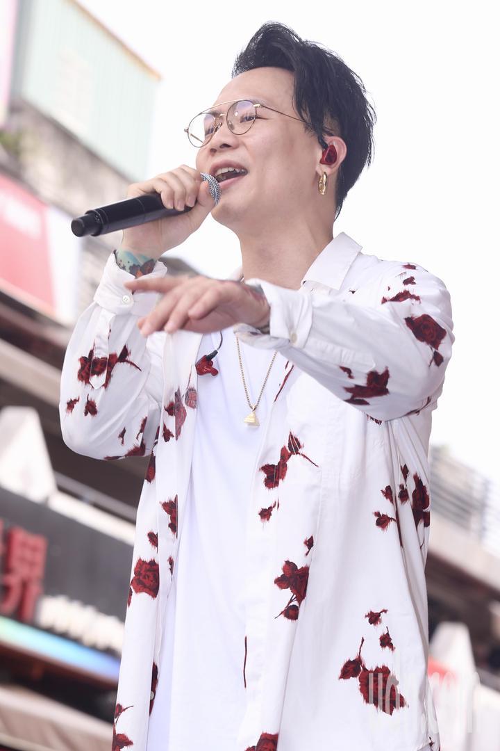 蕭秉治下午在西門町舉行《凡人》專輯簽唱會。記者林伯東/攝影