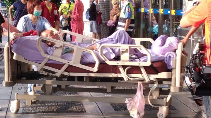 新北市新莊區的衛福部臺北醫院,今天凌晨4時許傳出火警,災害共造成24人送醫,其中14人(7男7亡)被救出時已無生命跡象。記者林昭彰/攝影