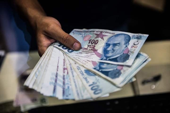 土耳其貨幣里拉近期對美元重貶逾40%,讓歐元及新興貨幣市場連帶受到拖累。法新社