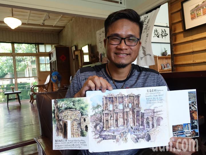 城市速寫畫家鄭開翔最近到土耳其旅遊,一口氣完成一本畫冊,記錄土耳其所見所聞。記者翁禎霞/攝影