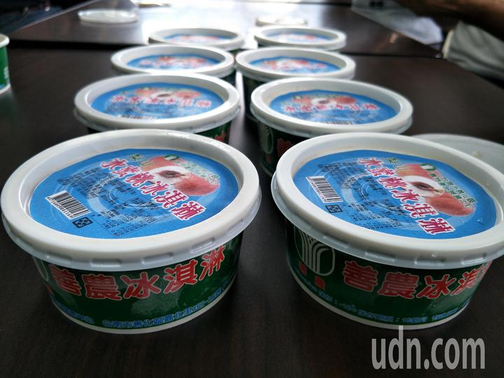 善化農會水蜜桃冰淇淋月底上市, 果肉含量達50%。記者謝進盛/攝影