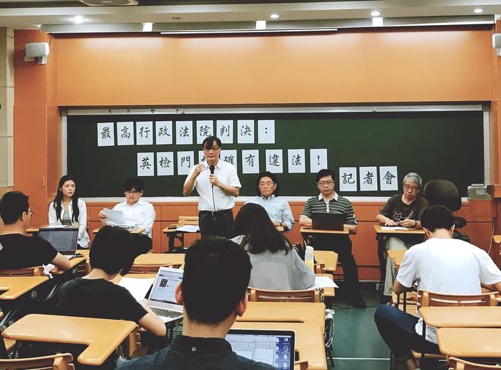 針對日前最高行政法院判決英語門檻一事,政大師生今天舉辦記者會說明。圖/政大學生會提供