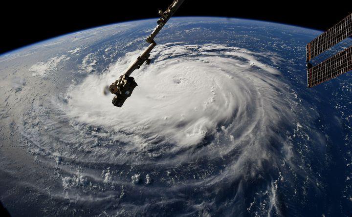 國際太空站10日拍攝到正在大西洋上的颶風「佛羅倫斯」,此一颶風在短短幾個小時內,就從2級颶風竄升到4級颶風,甚至可能升至最強的5級颶風。法新