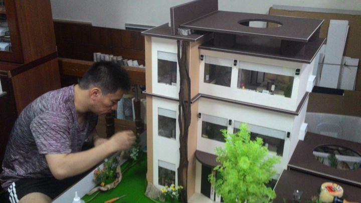 紙紮品客製化,連現代樣式豪宅都有人訂做。記者黃宣翰/攝影