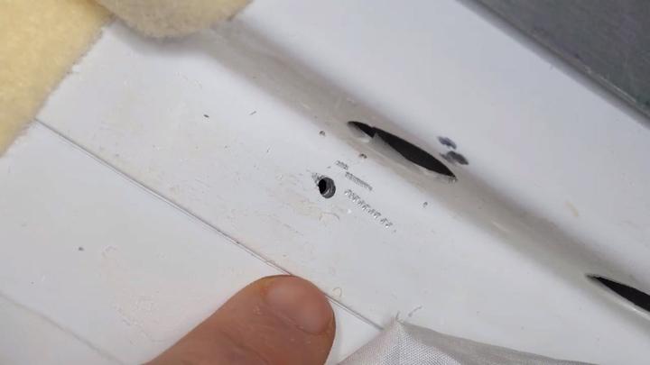 造成國際太空站短暫失壓的漏洞,圖由美國航太總署(NASA)釋出。截至目前為止,俄羅斯方面仍未能查出細小裂縫出現原因。歐新