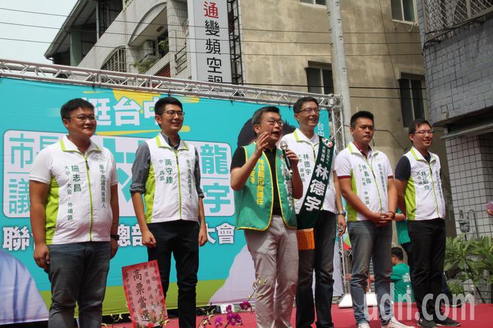 立法院副院長蔡其昌(左三)力推新潮流系5位市議員參選人。記者黃寅/攝影