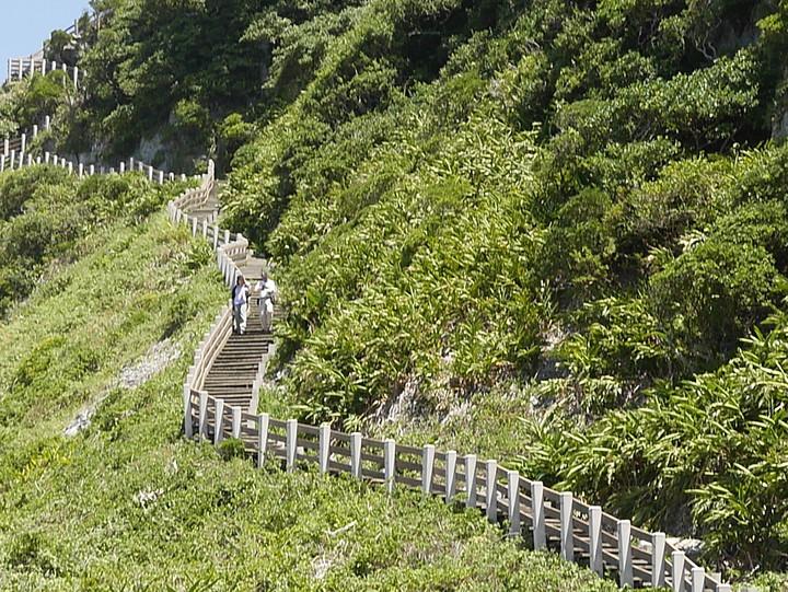 基隆市成年禮,今年要挑戰被稱為「台灣龍珠」的基隆嶼。記者吳淑君/攝影