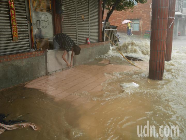 9日早上基隆淹大水,民進黨基隆市長和市議員提名人聯合募款餐會,當天原本中午晚上各辦一場,後來緊急取消。記者吳淑君/攝影