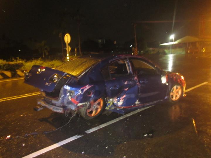 事故車輛右後側車體受損嚴重。記者蔣繼平/翻攝