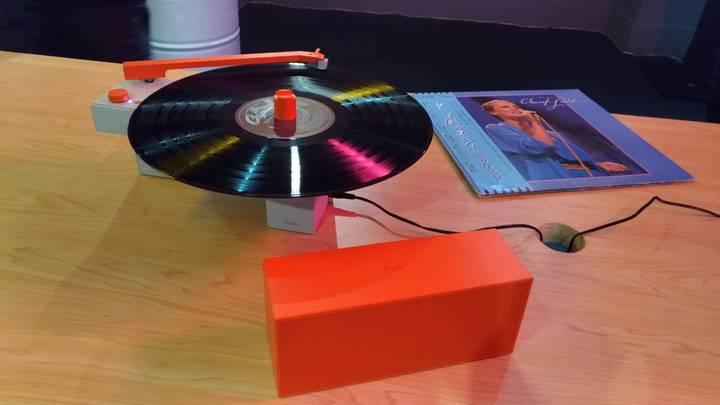 DUO黑膠音響具有合體可放黑膠唱片、分開可聽藍牙,是玩出音樂新主張,讓經典不再被侷限新銳產品,主攻年輕消費族群。記者張義宮/攝影