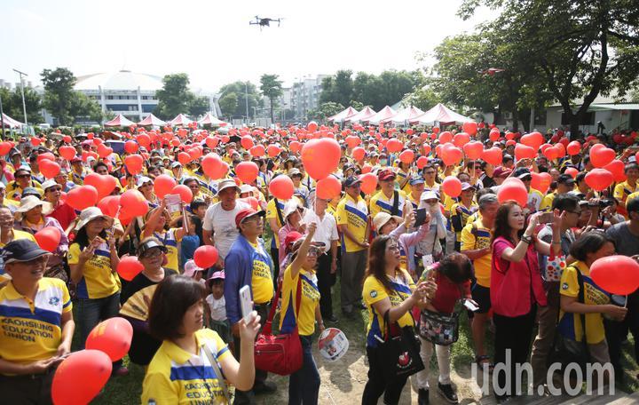 高雄市教產工會今天在衛武營舉辦「雙機教室」活動。記者劉學聖/攝影