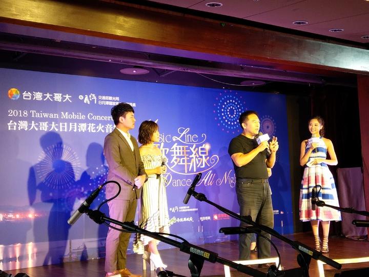 台灣大記者會現場邀請張心傑、李佳薇,搭配樂興之時管絃樂團和台藝大舞蹈系學生,共同演出三首精采組曲。記者黃晶琳/攝影