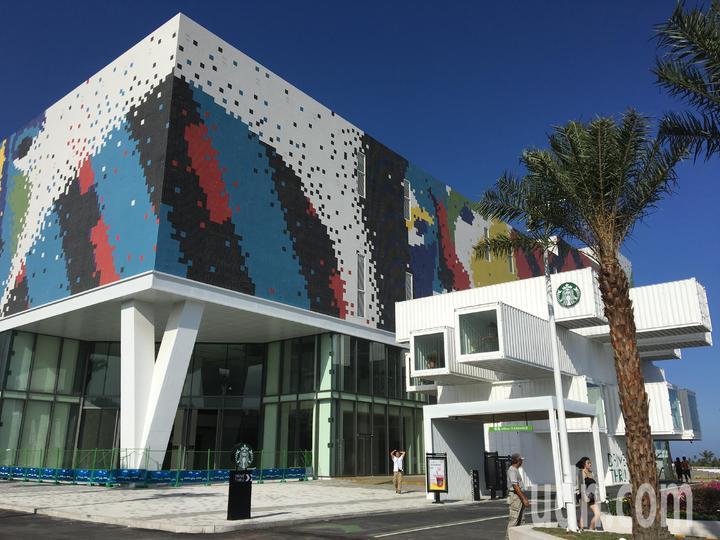 星巴克在花蓮打造全台第一間「貨櫃屋星巴克」,將於明天開幕。記者徐庭揚/攝影