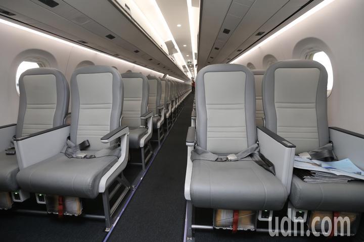巴西EMBRAER E190-E2比同級機更舒適的客艙空間。記者許正宏/攝影