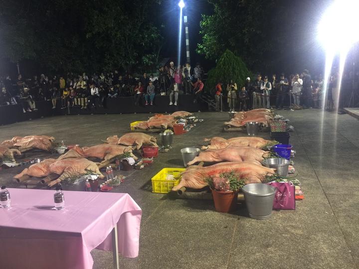 東山吉貝耍西拉雅族夜祭拜豬。記者吳政修/攝影