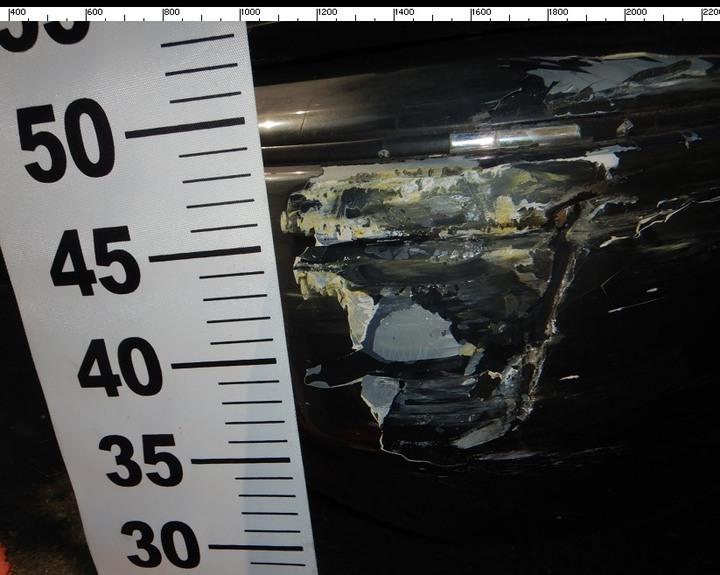 台中市王姓男子上月中旬開車行經東區復興路、南京東路口時,直接撞上林姓男子的計程車,隨後肇事逃逸,王的車頭可見清晰毀損痕跡。記者陳宏睿/翻攝