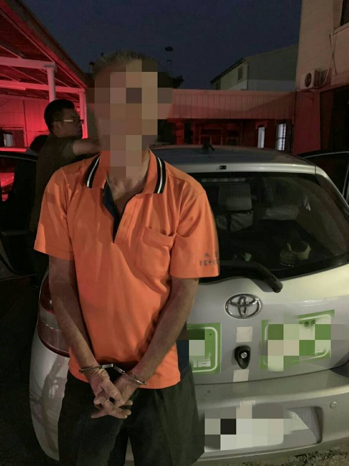 五分局查獲藥頭「阿德」, 發現他的車上貼了同宗台南市長參選人海報。 記者周宗禎攝影