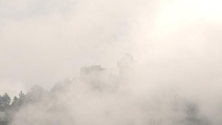 小雪山雷達站位在海拔3020公尺的小雪山山頂,四周時常如仙境般的被雲霧圍繞。記者徐宇威 /攝影