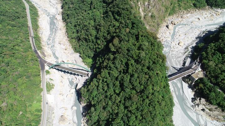 復建工程將原白沙橋路段更改路線,並貫穿一座山頭,打造白沙隧道銜接。圖/洄瀾網提供