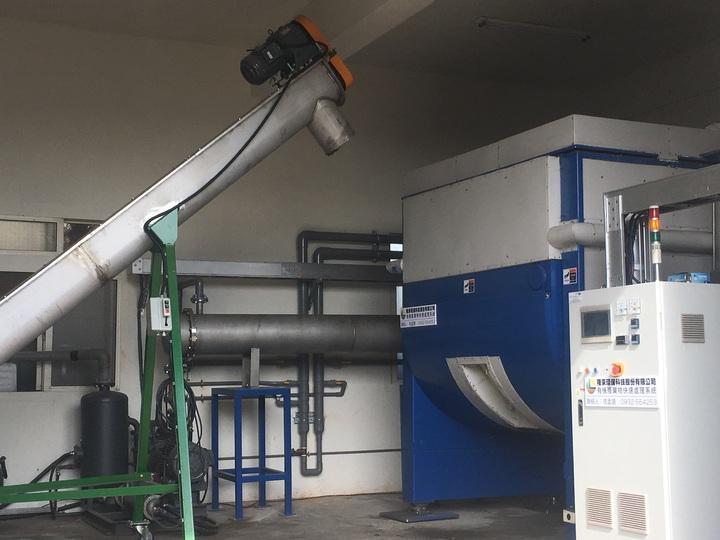 該設備已進行量產,且經過改良,目前使用的是第五代機器。記者陳斯穎/攝影