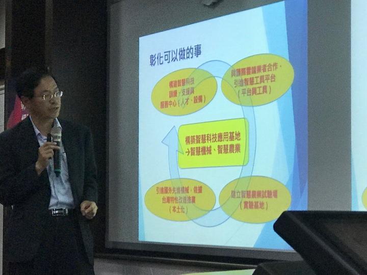 前行政院長張善政今天下午在彰師大參加彰化產業經濟論壇,主講彰化發展經濟契機,也表達他對台灣的風力發電是持悲觀態度。記者林宛諭/攝影