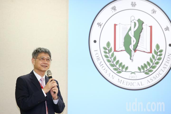 2018台灣醫學週學術演講會活動, 由台灣醫學會理事長何弘能主持。記者王騰毅/攝影