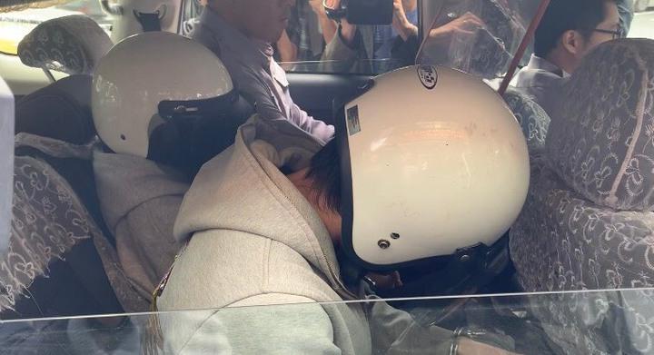 林女(後)和蕭姓男友(前)涉嫌虐死2歲男童,警方依照遺棄致死罪偵辦。記者蕭雅娟/攝影