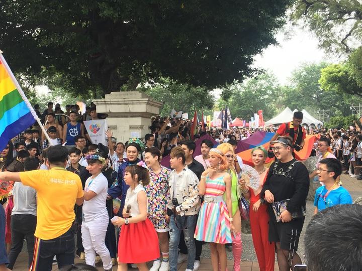 台中同志遊行聯盟今天下午在台中市北區台中公園,舉辦第八屆活動,不少參加者用心打扮。記者陳宏睿/翻攝
