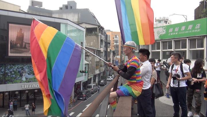 台中同志遊行聯盟今天下午在台中市北區台中公園,舉辦第八屆活動,現場不分年齡,都有人到場聲援、加油。記者陳宏睿/攝影