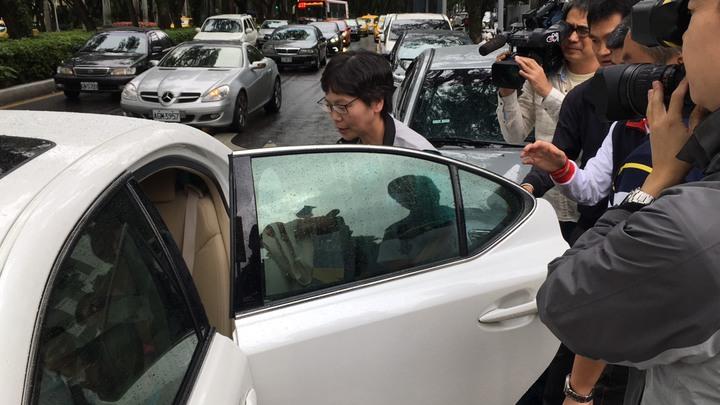 蔡壁如隨後上車離去。記者李隆揆/攝影