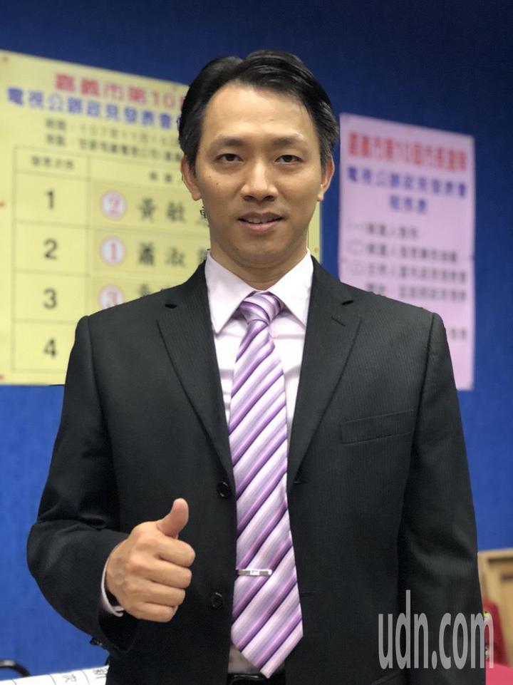 政見會手語老師李信賢說,各候選人政見內容他都盡力翻譯,與台灣阿成是第三度交手。記者王慧瑛/攝影