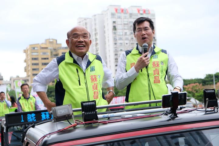 民進黨新北市長候選人蘇貞昌今天下午再度在板橋進行車隊掃街拜票。記者張曼蘋/攝影