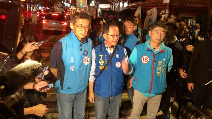 國民黨台北市長候選人丁守中晚間在中山大同參加團結之夜造勢大會。記者楊正海/攝影
