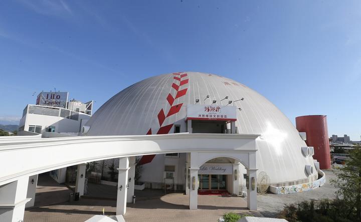 國民黨台中市長參選人盧秀燕說,台中洲際棒球場是她和前台中市長胡志強共同爭取興建;台中市長林佳龍宣佈規劃「洲際棒球村」,兩人都想搶棒球政績。記者許正宏/攝影