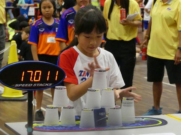 9歲張瑜庭在亞洲盃個人三項都是金牌。圖/中華競技疊杯運動推廣協會提供
