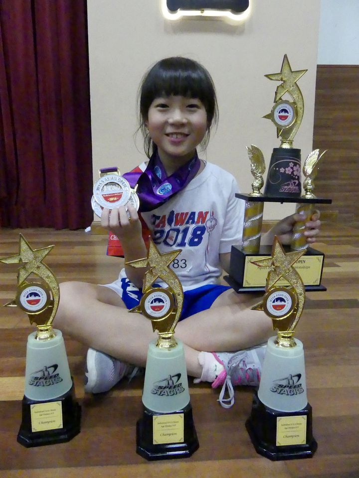 張瑜庭亞洲盃個人貢獻8面金牌、獲得4座獎杯。圖/中華競技疊杯運動推廣協會提供