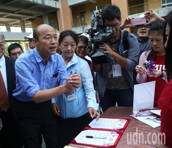 韓國瑜今天行程滿滿,上午出席國立高雄科技大學校慶活動。記者劉學聖/攝影