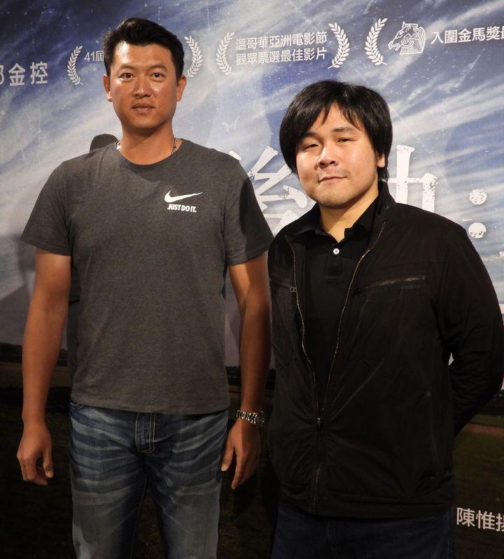 王建民自傳電影「後勁」下午在故鄉台南首映,他與導演陳惟揚(右)相當開心。記者周宗禎/攝影