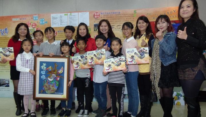 東安國小社團「小小畢卡索繪畫班」美展表現多種創作的功力。記者鄭國樑/攝影