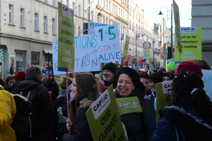 聯合國氣候變化綱要公約第24次締約方會議(COP24)在波蘭卡托維茲舉辦,上千名環保人士今天到當地市中心遊行,呼籲各國減少燃煤。記者吳姿賢/攝影