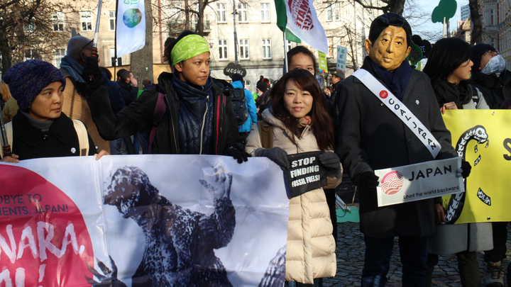 聯合國氣候變化綱要公約第24次締約方會議(COP24)在波蘭卡托維茲舉辦,環保團體今集結上千人舉辦大遊行,有人扮成日本首相安倍晉三,呼籲日本停止燃煤。記者吳姿賢/攝影