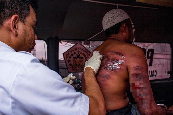 印尼亞齊特區實施嚴格的伊斯蘭律法,凡是喝酒、賭博或性犯罪等,皆須面臨鞭刑及牢獄之災。法新社