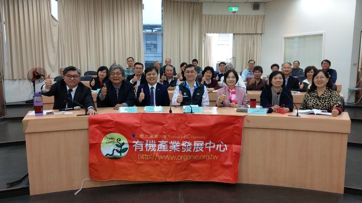 台灣農業經營管理學會與宜大有機產業發展中心舉辦宜蘭金柑(金棗)產業管理論壇,探討未來發展何去何從。 記者戴永華/攝影