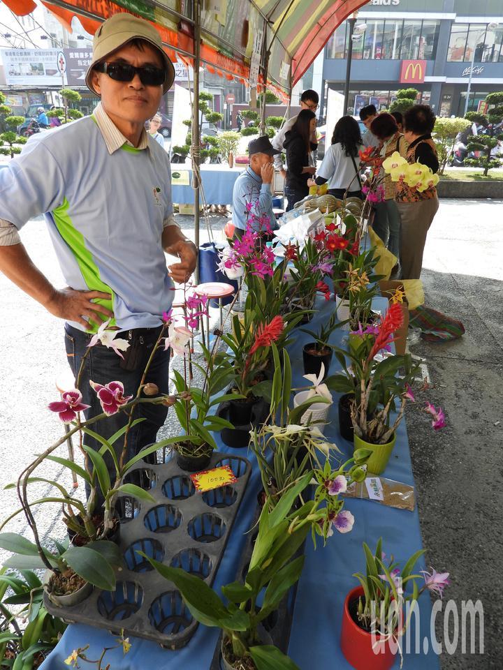 台南永康農會代銷全台各農漁會產品,也促銷在地小農自產農作。記者周宗禎/攝影