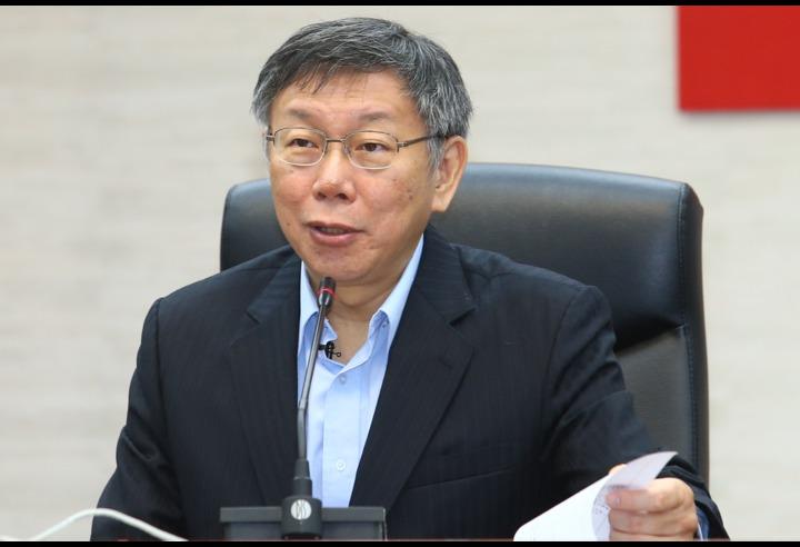 連任的台北市長柯文哲今天(25日)上午宣誓就職,致詞時僅簡短表示「那我們就努力工作」。記者王騰毅/攝影