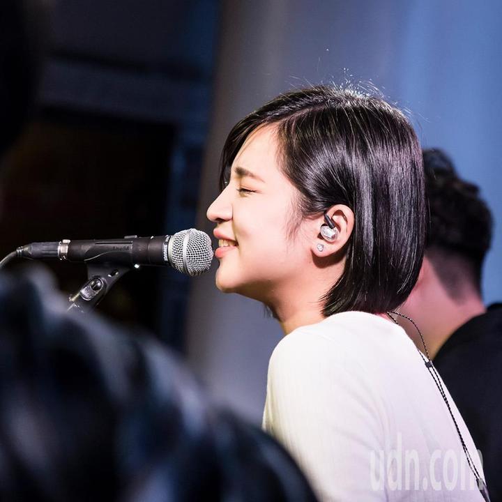 22歲女生黃宇寒是桃園龍潭客家人,參加過不少歌唱比賽。圖/取自黃宇寒Han臉書粉絲團