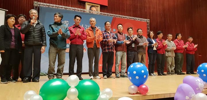 台中市消防局今天辦119慶祝活動,被救回的患者和家屬到場感謝消防人員。記者游振昇/攝影