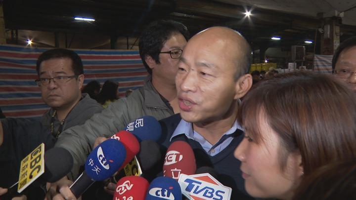 台北農產運銷公司昨晚舉辦尾牙,曾在北農總經理的高雄市長韓國瑜特地「回娘家」,一現身會場立刻引發轟動,但台北市長柯文哲並未在北農活動現身。攝影/記者顏凱勗