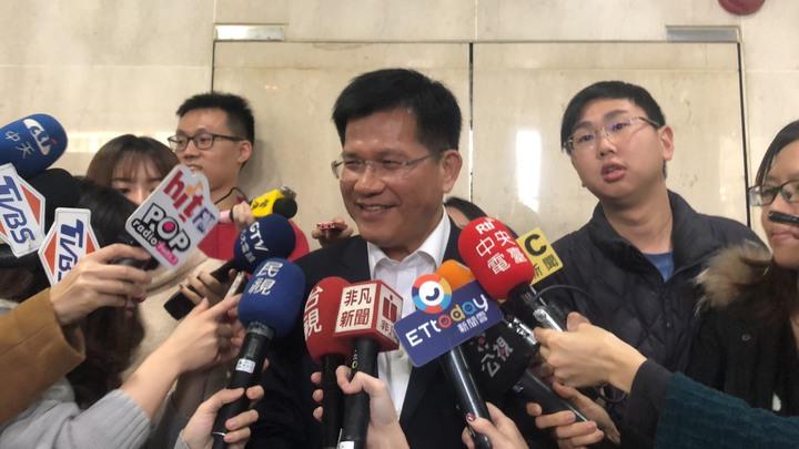 交通部長林佳龍上任首日接受媒體採訪。記者侯俐安/攝影